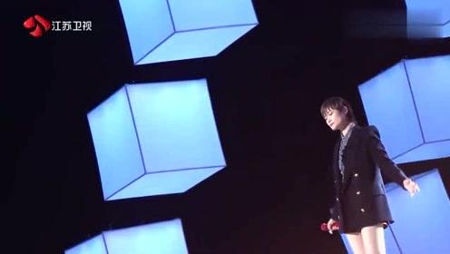 李宇春现场演唱了《你是人间的四月天》,真让人感动