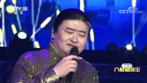 刘欢动情演唱《弯弯的月亮》,不愧是殿堂级歌手,太好听了!