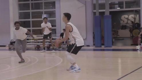 这场篮球赛非常精彩,但里面有一个老熟人,你们发现是谁了吗?