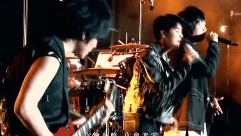 王俊凯与阿信合唱《洋葱》这样的现场真的很感动人!
