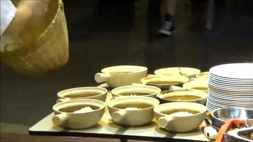 香港美食:煲仔饭制作现场,简直是人间烟火味,太香了!