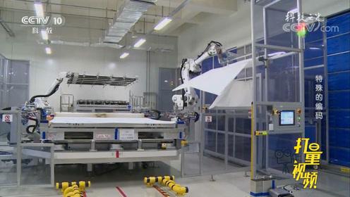 在生产屏幕的工厂里,竟有着大量的机械臂?来看一下