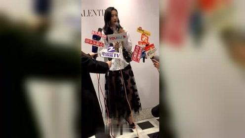 关晓彤参加活动接受采访,这个身高我羡慕了!