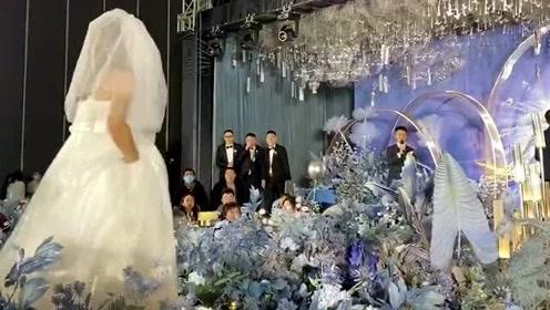 新娘的弟弟穿婚纱假扮新娘恶搞新郎,让我们看