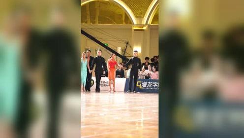 爱了,爱了,这样的出场感觉太给力啦#拉丁舞 #港龙国标舞精选 #c*df广州精英赛