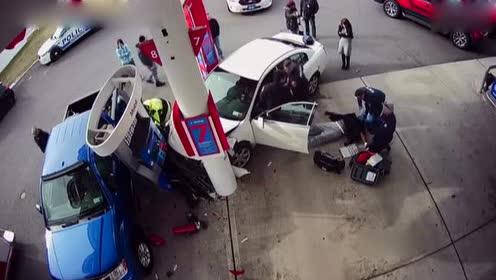 监拍毒驾女司机加油站撞人全过程 将面临多项指