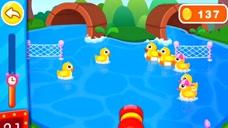 益智游戏:宝宝巴士 奇奇用水枪赶鸭子进山洞 有两只被卡在网子里!