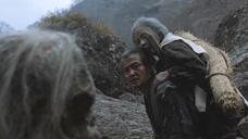 小伙生活在落后村庄,这里的老人一到70岁,就会被扔进山里等死