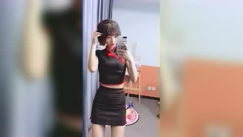 女主播又在网上买了一套新衣服,必须自拍臭美