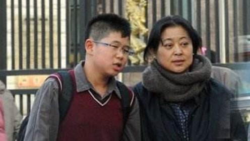 51岁杨澜的儿子,60岁倪萍的儿子,网友:差距不是一点半点
