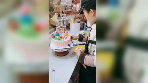 超级可爱的小猪佩奇蛋糕,小朋友都喜欢