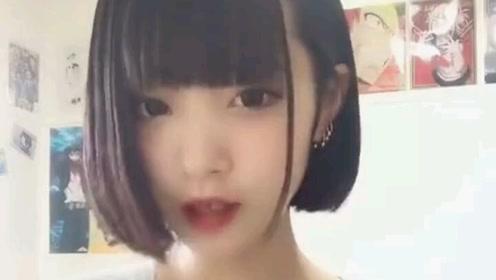可爱的日本小姐姐,这个手势舞真好看,网友:好像我的前女友!