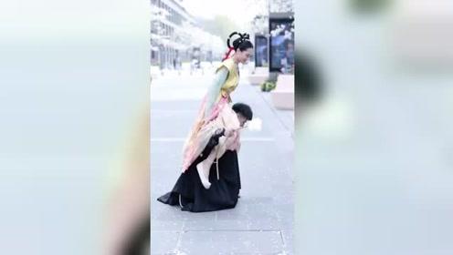 原来以为他俩是情侣,没想到是好闺蜜星探家#春暖花开放肆去野
