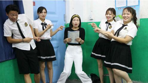 短剧:老师上课迟到,没想同学们却罚老师站墙