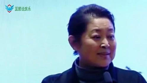 60岁倪萍瘦身成功,身材好气色佳涂红唇妆容精致,气质不减当年