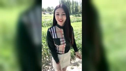 美女真显气质,衬衫与包臀裙的时尚打扮太迷人!