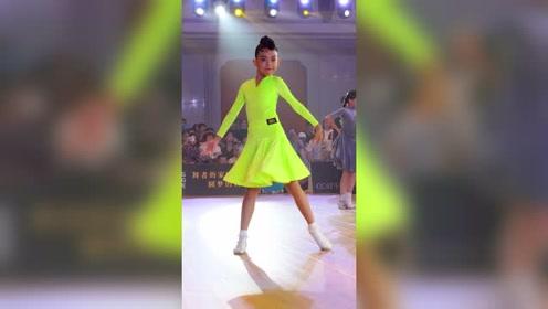10岁女单精英组陈谷鑫,你喜欢这个甜美的小公主吗?