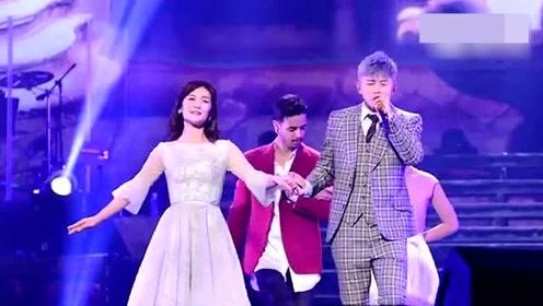 谢娜助阵张杰演唱会,两人甜蜜共舞,网友:看见了爱情最好的样子