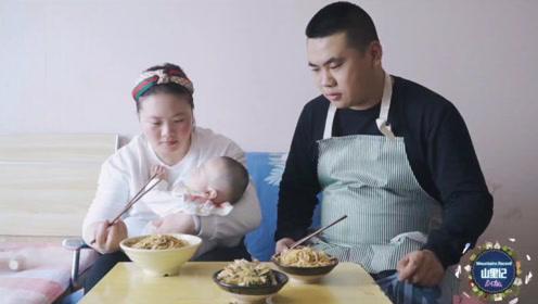 老爸给王炸自制美食,鸡蛋炒担担面3分钟出锅,做法简单味道一绝