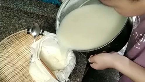 儿子要是你以后考不上大学就去卖豆腐,大家给出个主意,卖什么豆腐比较赚?