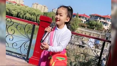 童声版《光辉岁月》,没想到这个女孩唱得这么好听