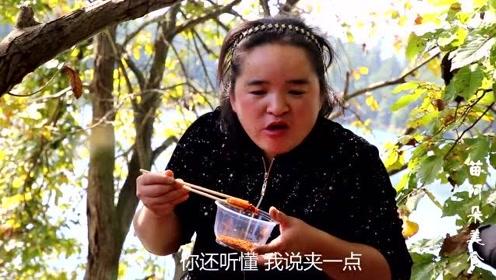 苗大姐姐妹们摘柚子捡板栗,湖边野炊吃烧烤,嘻笑声回荡在湖面