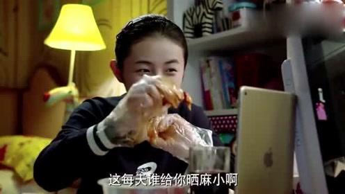 小别离:男孩与女孩进行视频通话,了解彼此最近的生活