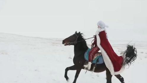 新疆美女副县长,为当地旅游代言,雪中身披红衣策马奔腾!