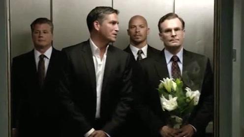 男人不要轻易出轨,也许老婆会雇杀手在电梯等你,这剧情上头了