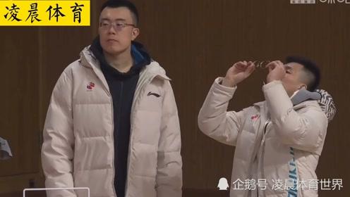 辽宁男篮俩大哥秀恩爱,内外线核心韩德君,郭艾伦