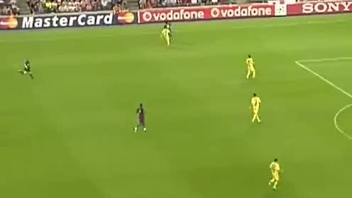 巴西足球精灵!巅峰时的小罗有多强?看看这个你就知道了