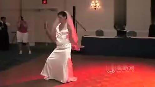 搞笑婚礼上新郎新娘劲爆热舞大串烧 看了好多