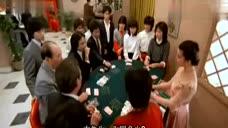 赌博高手在桌上一边撩着美女荷官一边就挣了大钱