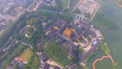 航拍江苏镇江金山风景区,这里有中国的四大名寺之一金山寺