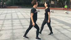 东北大妈跳鬼步舞太洋气,最正宗的30步舞蹈教程