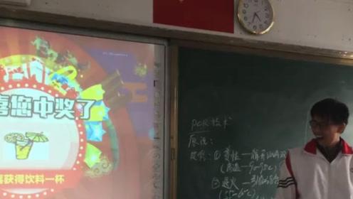 学生通过转盘抽奖寒假作业,特等奖是《五年高考三年模拟》