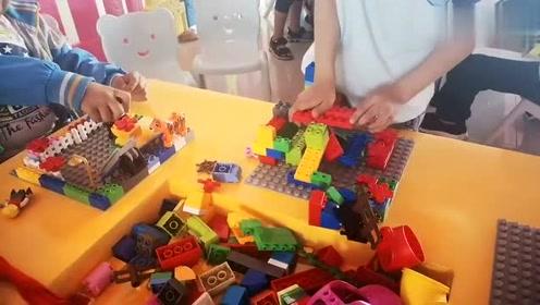 玩积木的小朋友最可爱,拼装积木的游戏玩起来