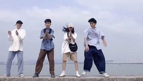 三个猛男跳舞,音乐跟不上搞笑了!