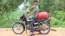 【视频】印度男子摩托车加不起油,用煤气代替汽油,起步以后直接懵了