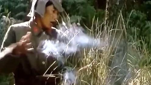 农村男子扭来扭曲,轻松躲过日军枪弹,太搞笑