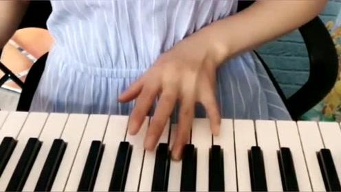 电子乐《爹娘的恩情还不够》边弹边唱,听哭了多少人!