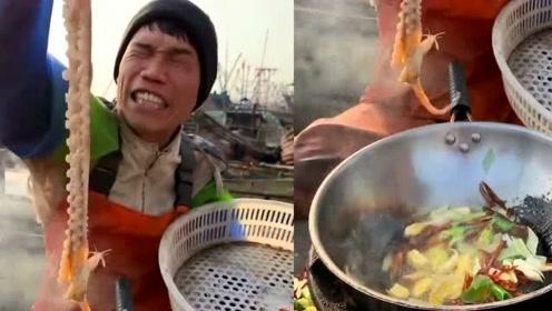 山东渔民大哥生活变得好奢侈,每天吃的扇贝都有脸这么大