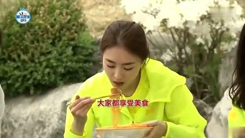 我独自生活:李惠利吃杂酱面,惊呆旁边女星,