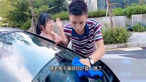 搞笑视频,美女刚刚拿到驾照,就找老板借车,