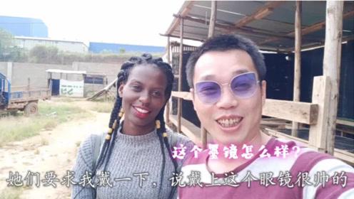 大家说非洲工厂这位员工靓不靓?买的墨镜可得要几天的工资哟