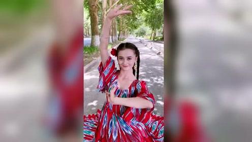 新疆姑娘很漂亮,看完这个视频,大家知道原因吗?
