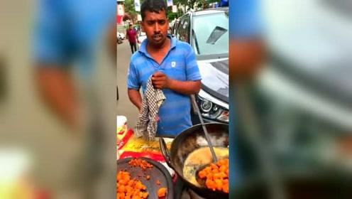 印度街头的美食,果然没看到制作我还能吃,看完才想说这是啥鬼啊