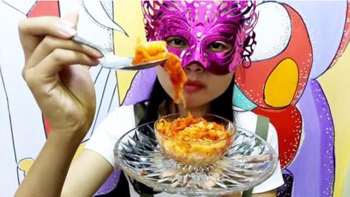 美食吃货,面罩小姐姐吃辣白菜拌饭,辣中带有甜超好吃