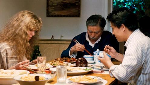 结了婚才能懂的电影,桌上吃的是美食,吞进肚里的是中国父亲的悲哀