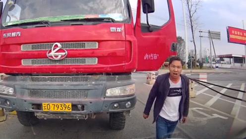 大货车车主路怒症爆发!第一次见这种暴脾气,视频车绝对吓傻了